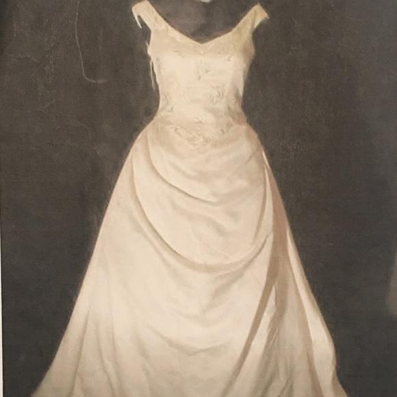 Pronovias Dresses   Ivory Wedding Gown   Poshmark